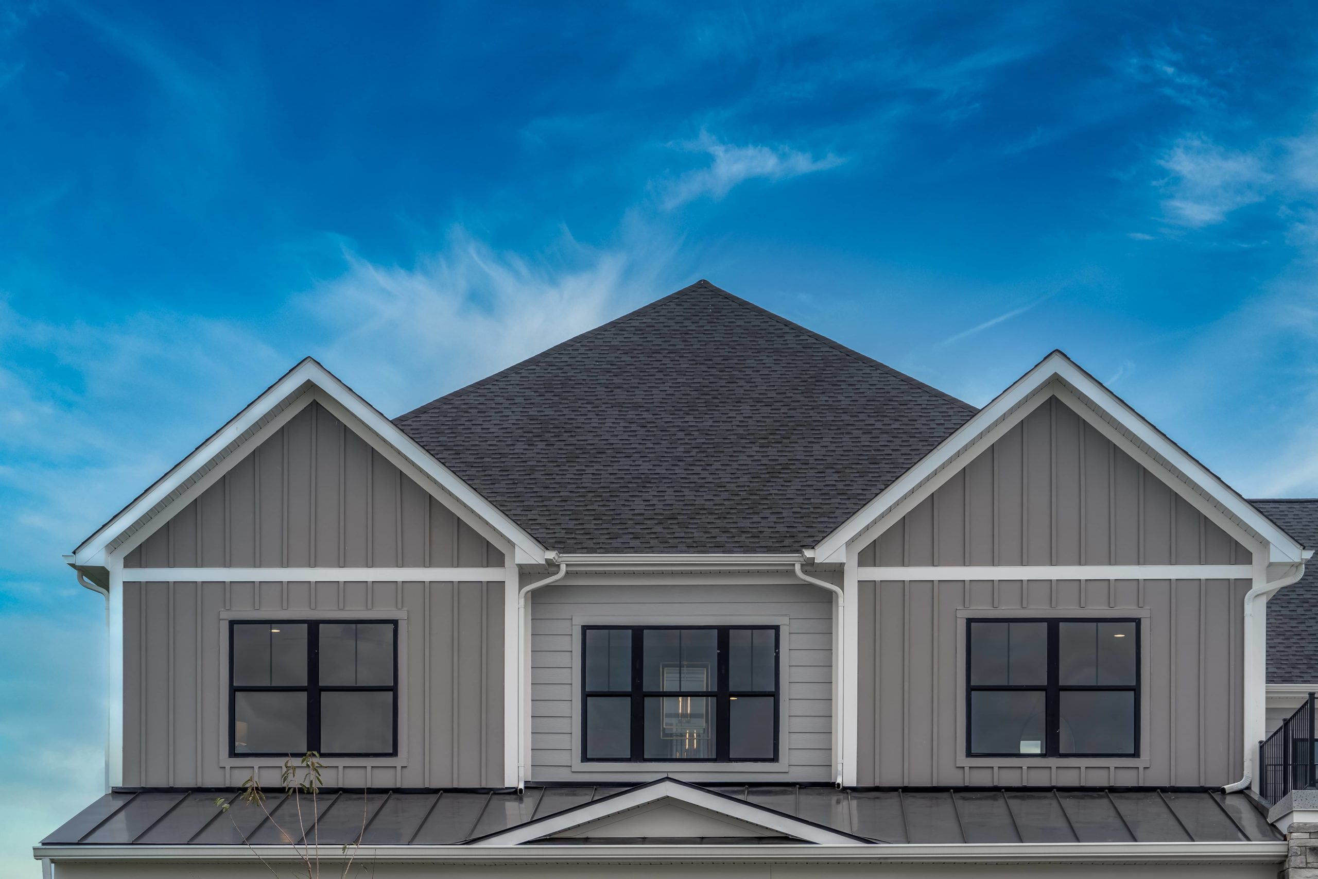 Picture shows a roof with two roof rakes